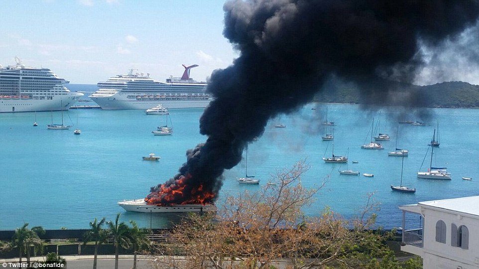 yacht a fuoco