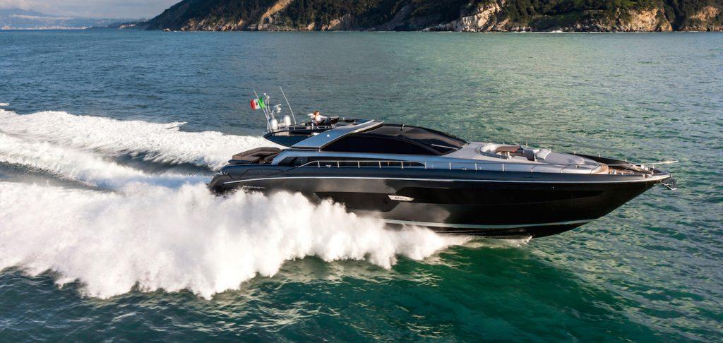 Ferretti Yachts Domino 88