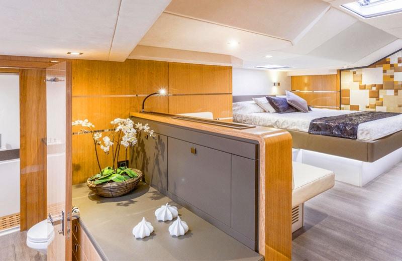 privilege 6 master cabin