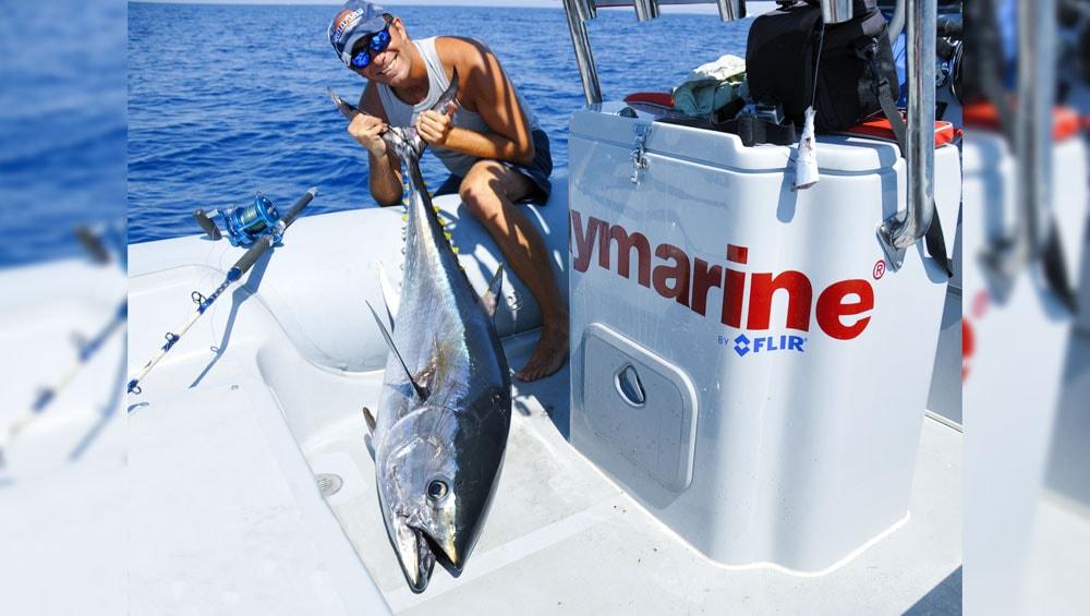 tuna drifting, chumming by hand