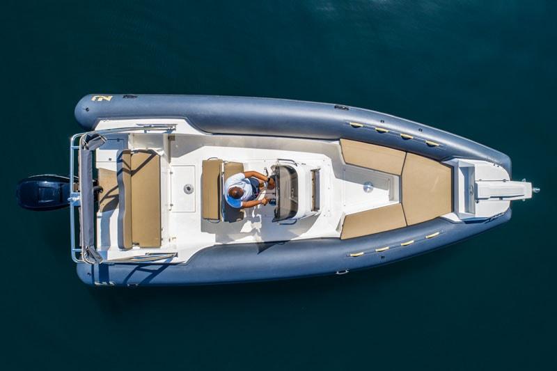 Nuova Jolly 700 XL at anchor