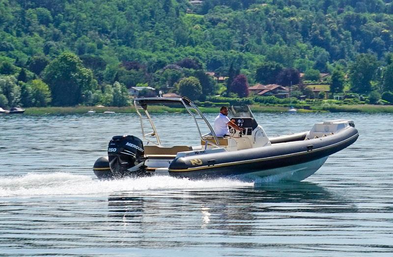 Nuova Jolly 700 XL at sea
