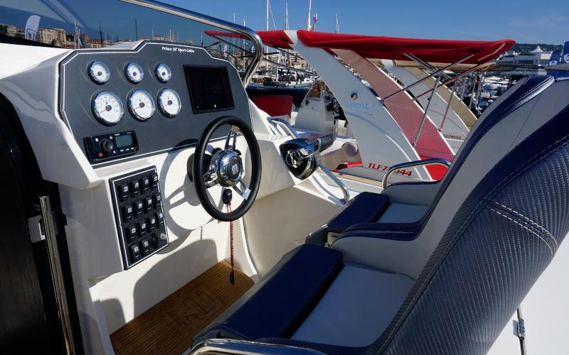 Nuova Jolly Prince 38 Sport Cabin, console