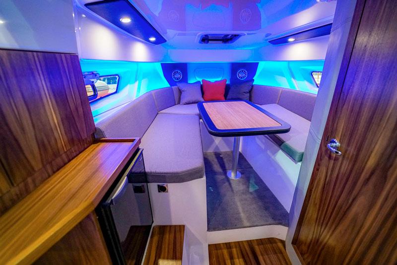 Karnic SL 800, interior dinette