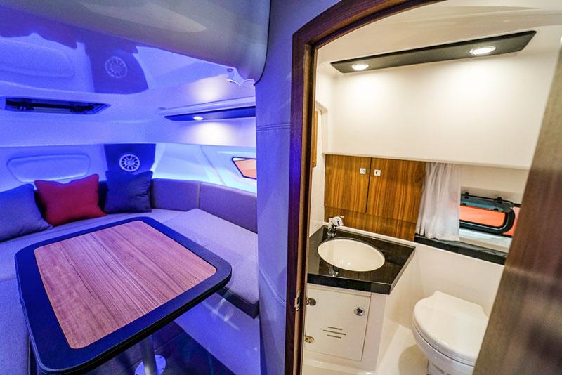Karnic SL 800, interiors