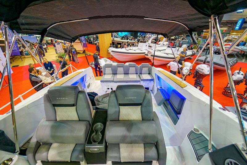 Karnic SL 800, pilot seats