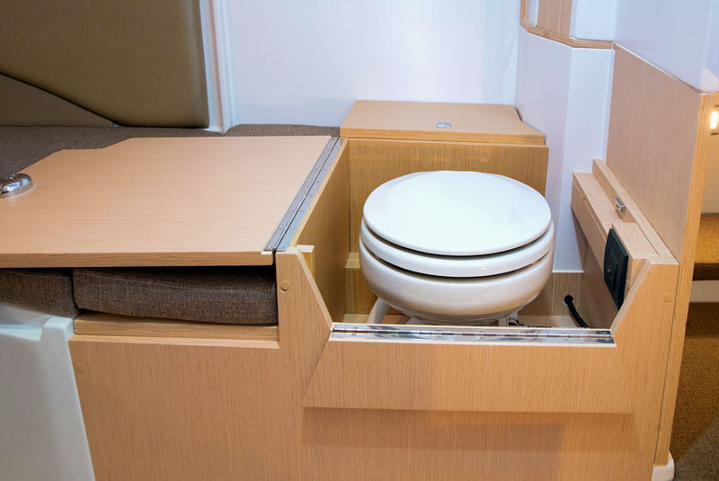Next 220 SH, marine toilet