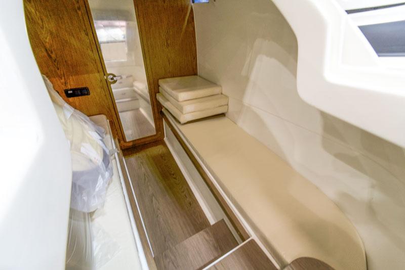 Prince 44 CC, cabin