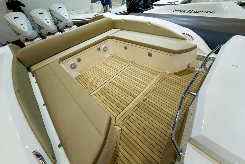 Prince 44 CC, cockpit