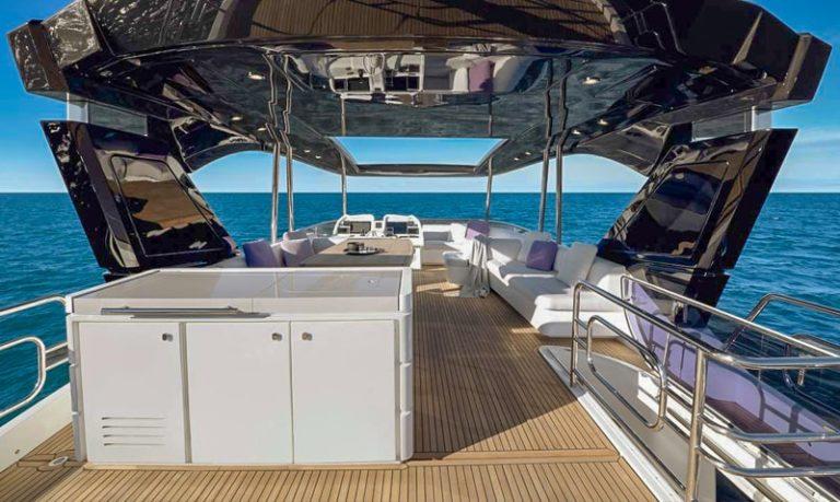 Montecarlo Yachts MCY 70, flybridge