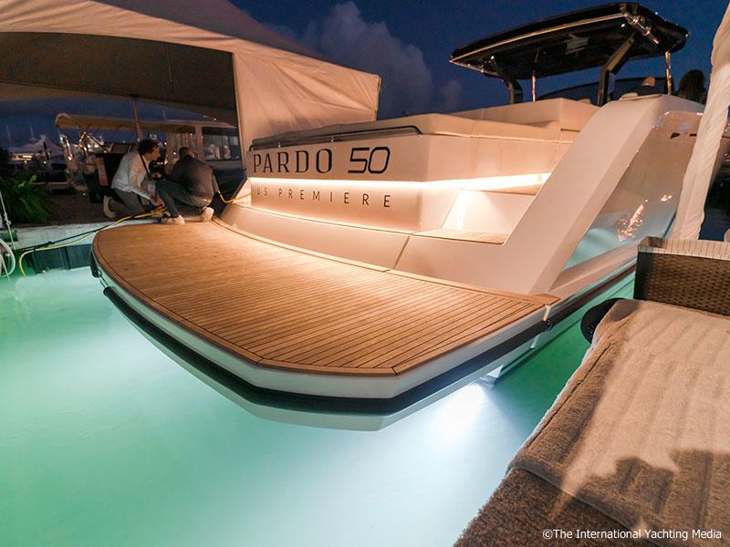 Pardo 50, underwater lights