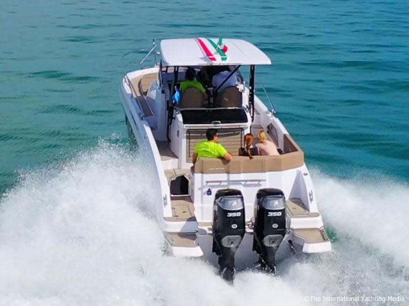 Ranieri 370 SH America at sea