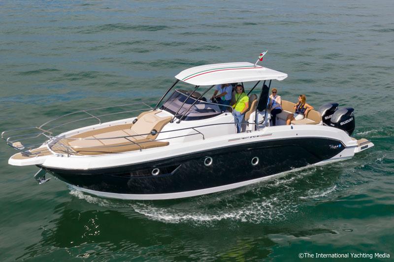 Ranieri 370 SH America sea trial