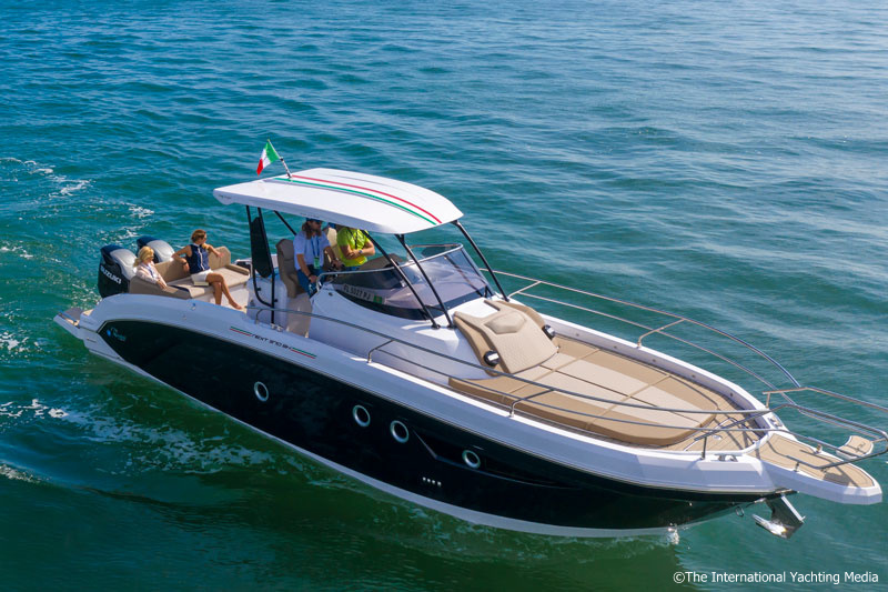 Ranieri 370 SH America, sun pad