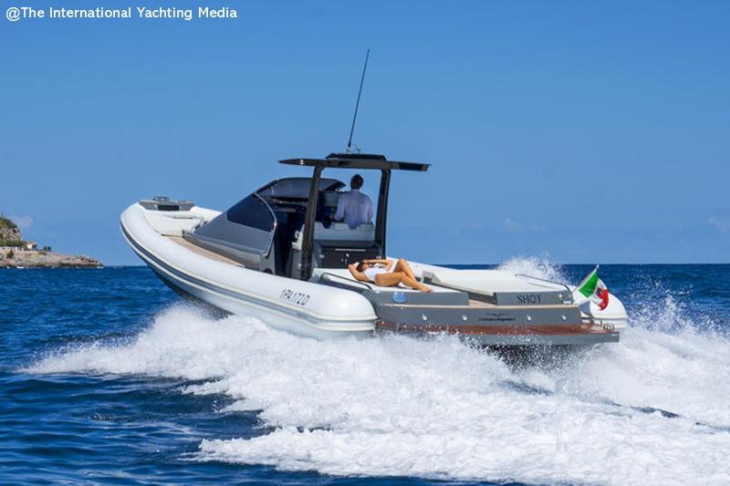Magazzu MX 13 Coupe in the open sea