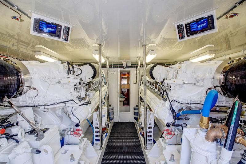 Hatteras GT 70, engine room