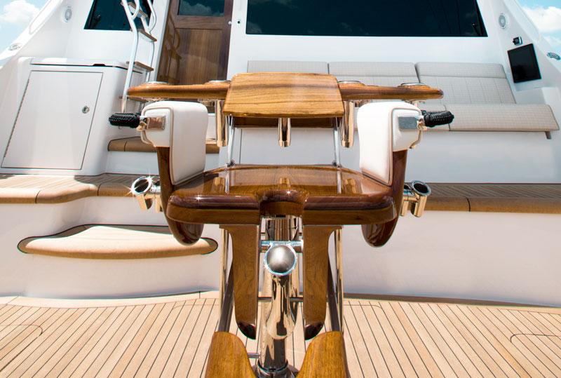 Hatteras GT 70, seat