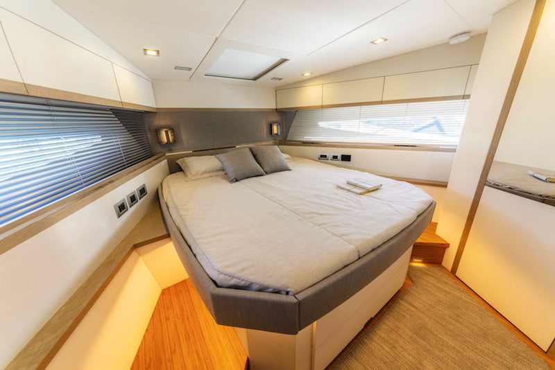 Rio Yachts Sport Coupe 56, fore cabin
