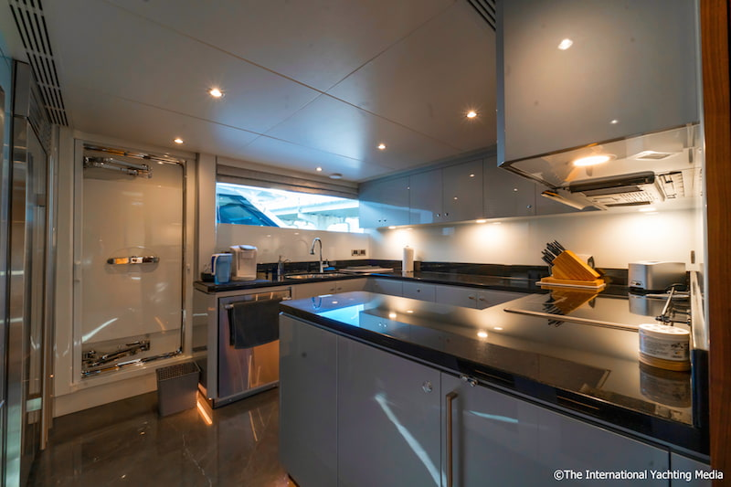 Ocean Alexander 100 Skylounge, galley