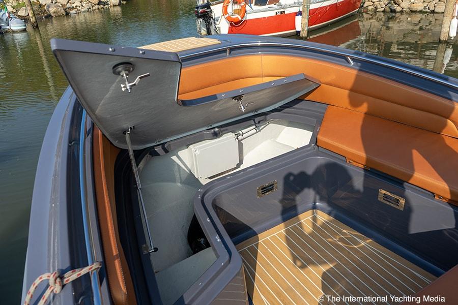 Zar 95 SL Sport Luxury, storage compartment