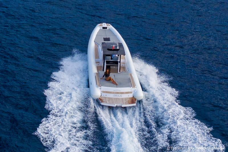 Magazzù MX-11 Coupé at sea