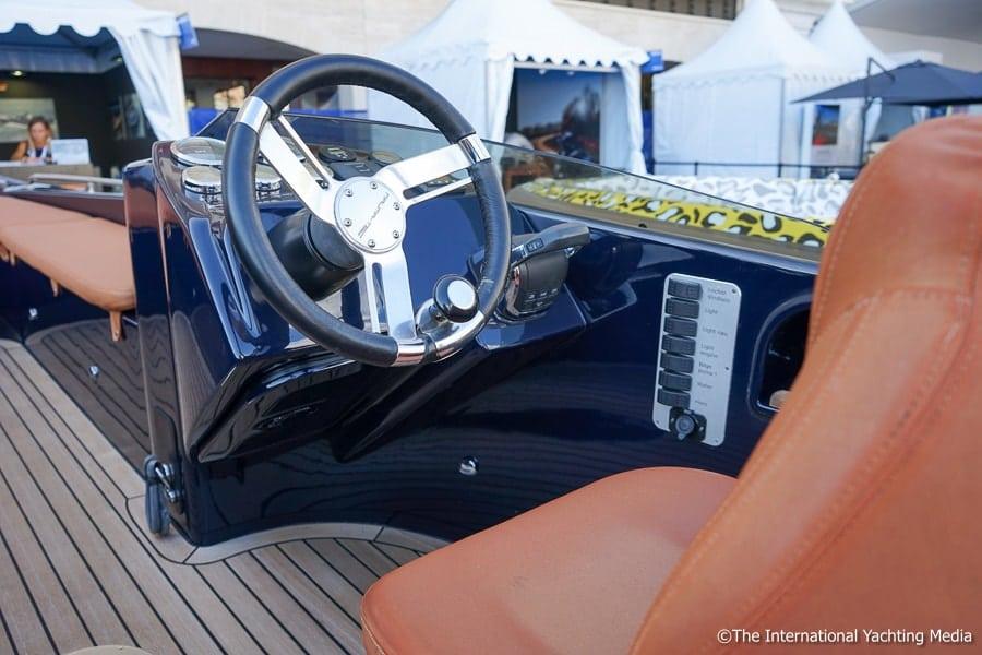 Naumatec Freccia 800, steering console