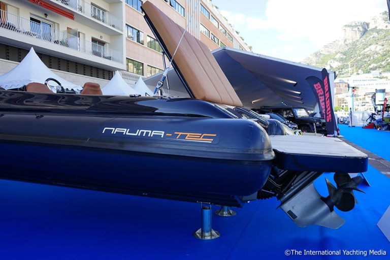 Naumatec Freccia 800, stern