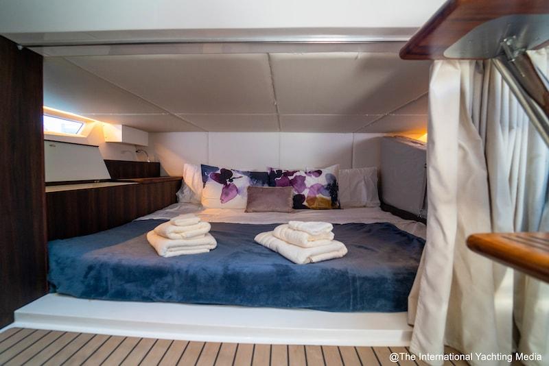 Oryx 379, cabin