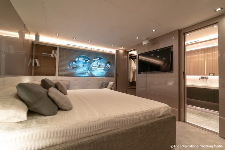 MCY 70 master cabin 2