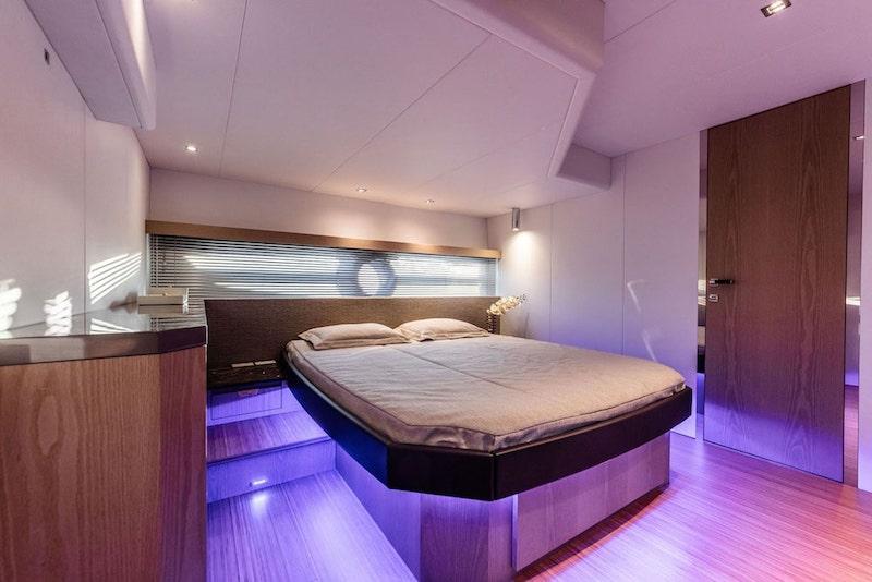 Rio Yachts Sport Coupé 56, cabin