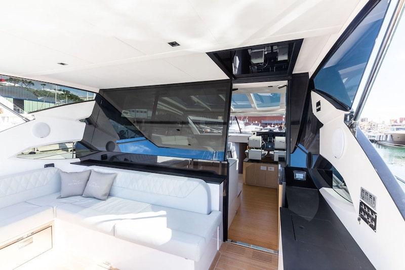 Rio Yachts Sport Coupé 56, crystal door