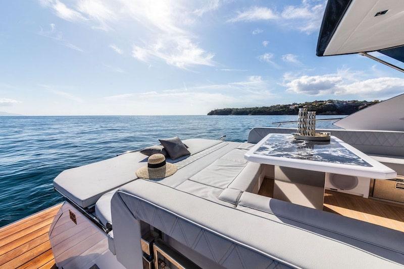 Rio Yachts Sport Coupé 56, stern