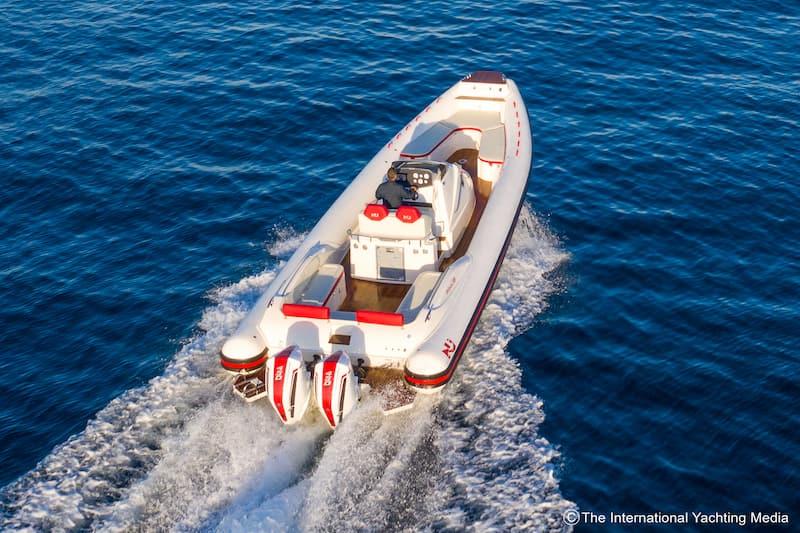 Prince 38 CC at sea