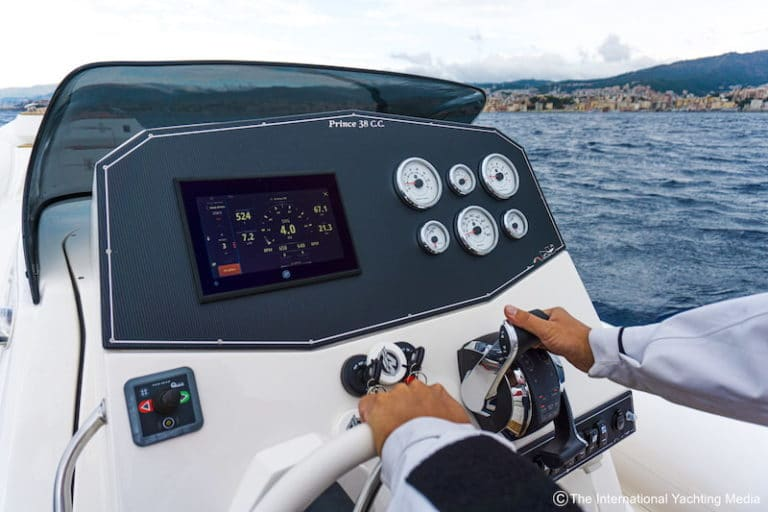 Prince 38 CC, steering console