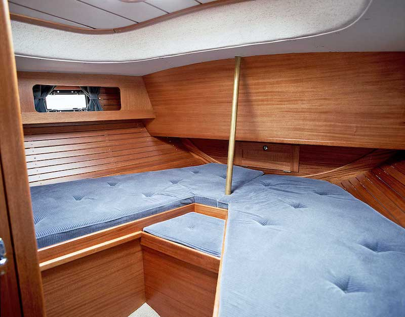 Hallberg Rassy 42 E, bow cabin