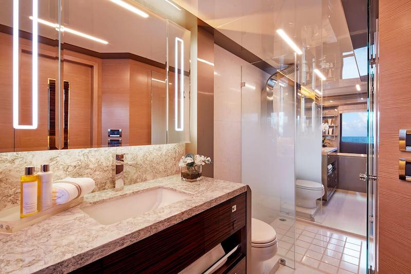 Ocean Alexander 84 R, master bathroom
