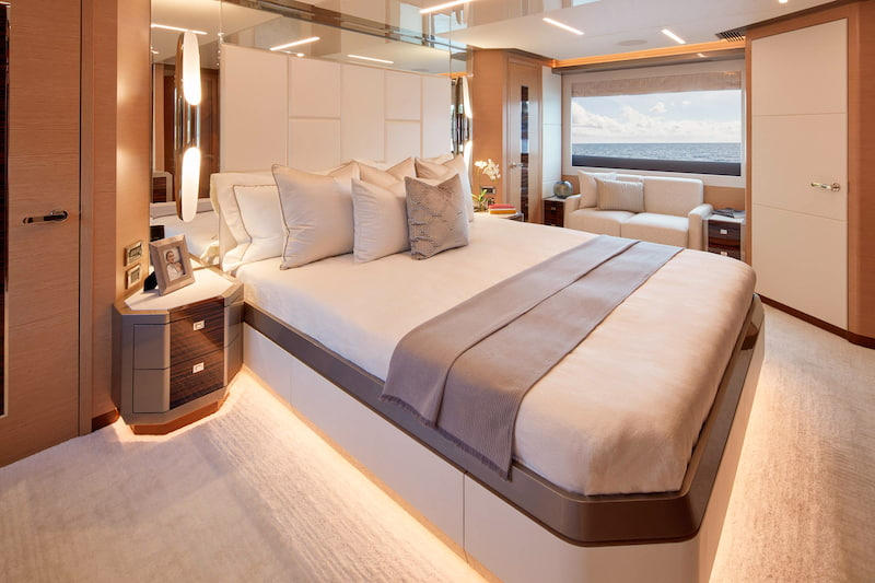 Ocean Alexander 84 R, master cabin