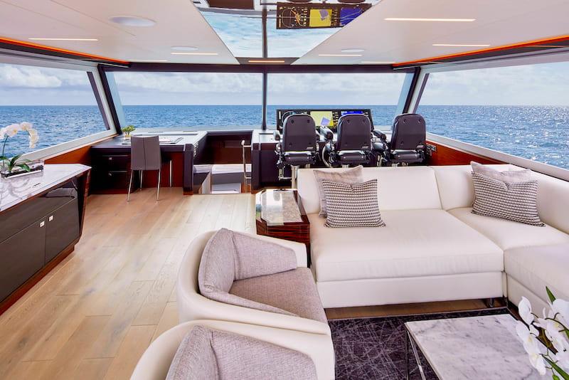 Ocean Alexander 84R, skylounge