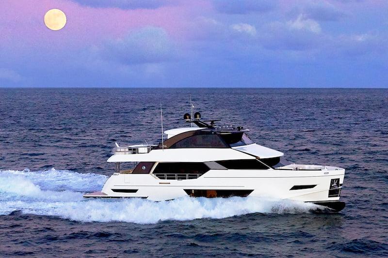Ocean Alexander 84R under way