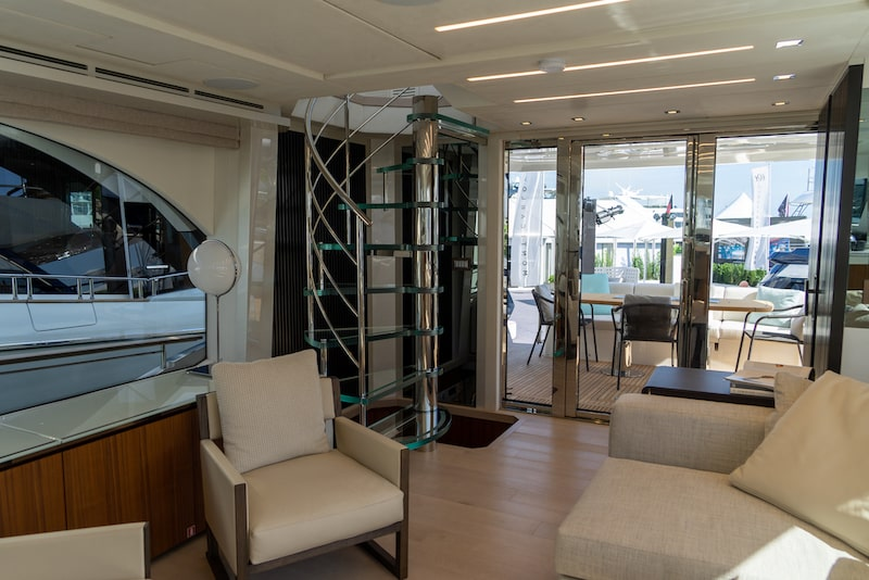 MCY 70 skylounge, staircase