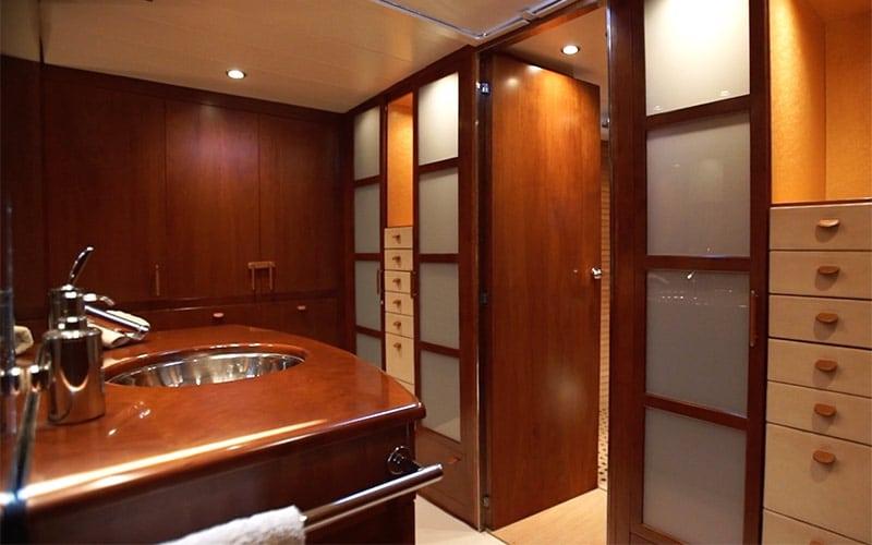 SY Concordia, bathroom
