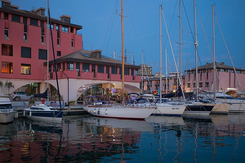 marina-porto-antico-by-night