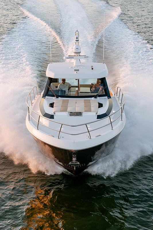 Ocean Alexander Divergence 45 Coupe, bow