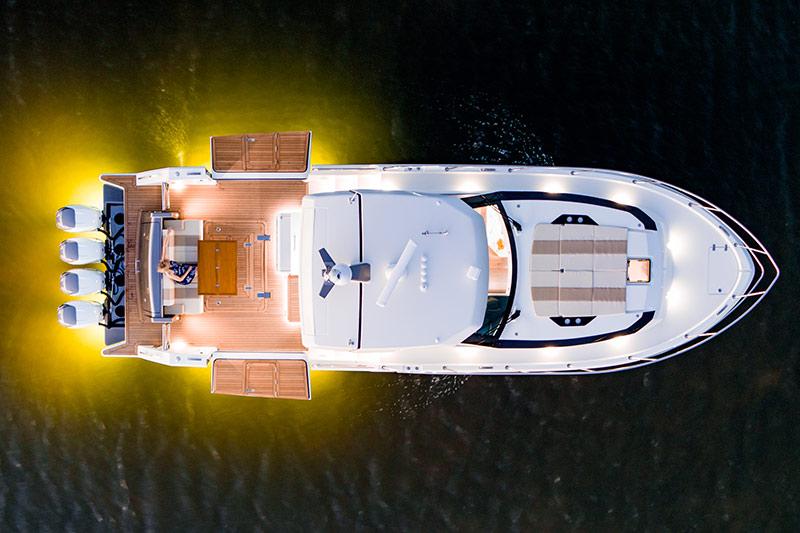 Ocean Alexander Divergence 45 Coupe, bulwarks