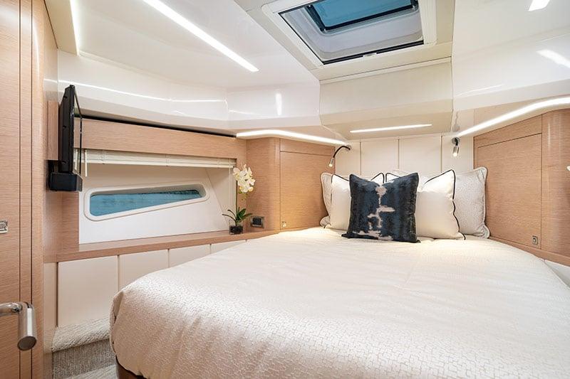 Ocean Alexander Divergence 45 Coupe, master cabin