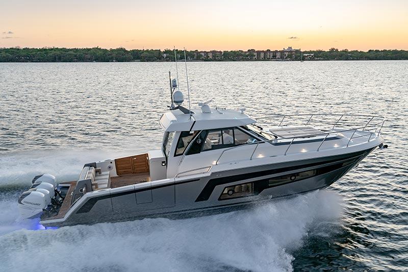 Ocean Alexander Divergence 45 Coupe, profile
