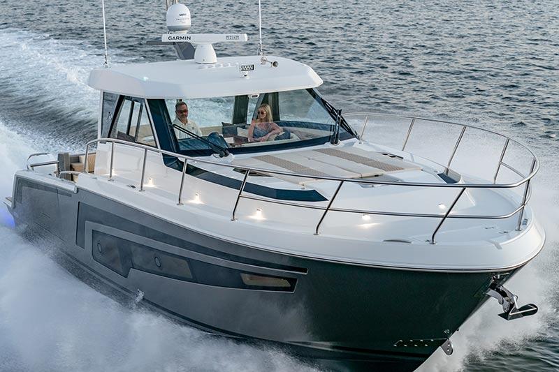 Ocean Alexander Divergence 45 Coupe, super bow