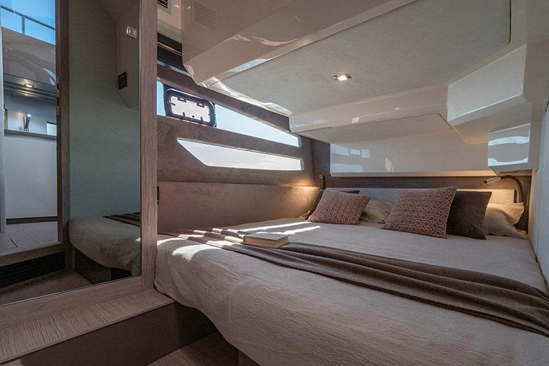 Sessa Marine Fly 42, VIP cabin