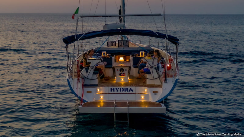 Kufner 54 at anchor