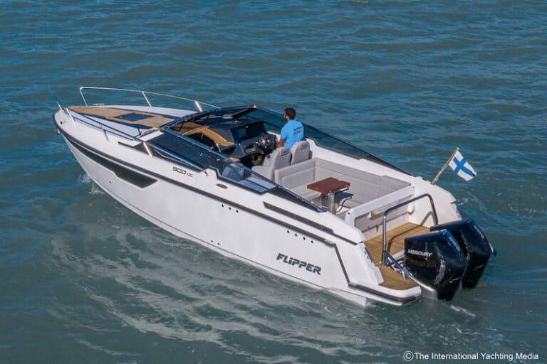 Flipper 900 DC at sea